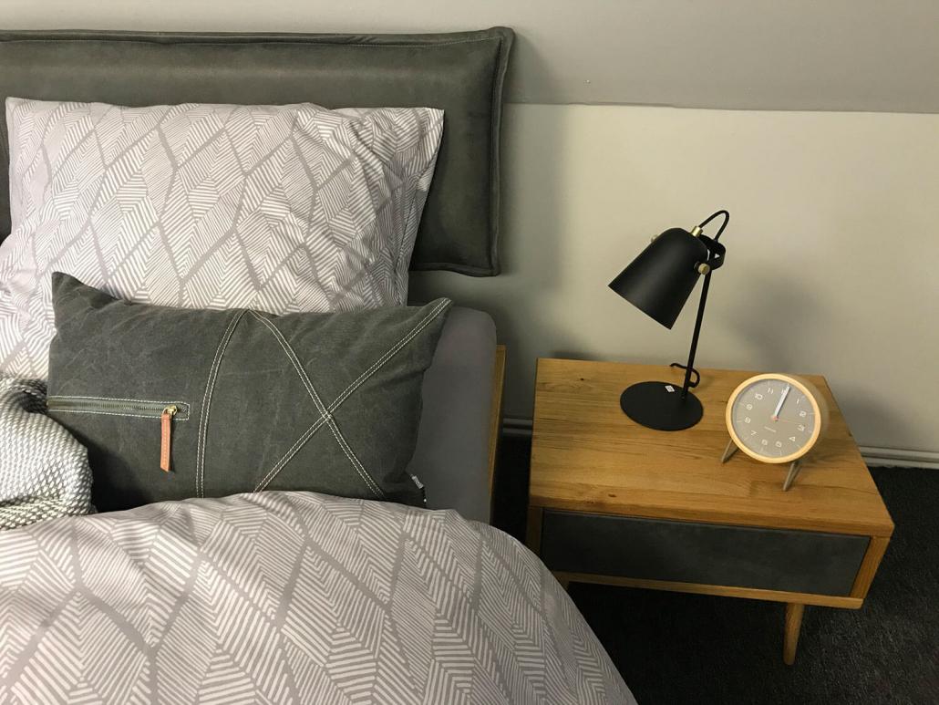 Bett mit Lederkopfteil - in vielen Varianten möglich