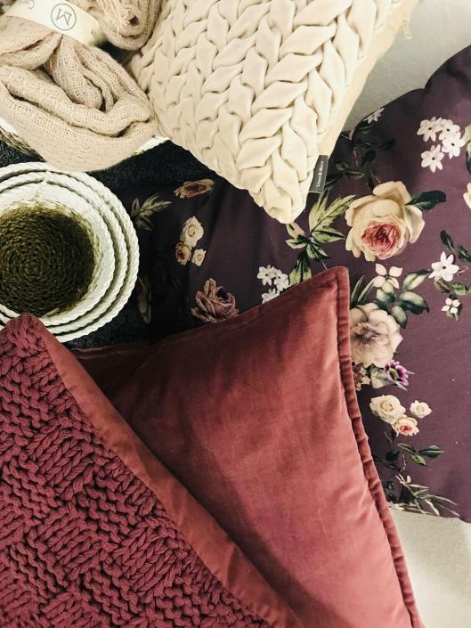 Kissen in vielen Farben und Materialien